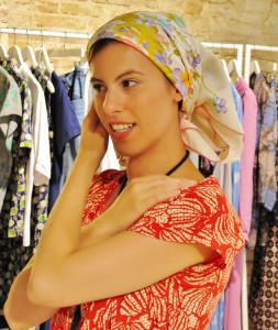 La designer Alice Tolu indossa per mockUp un carrés di Hermès, pic by A. Duranti