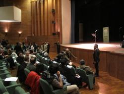 Gli scrittori sardi ricordano Sergio Atzeni, il pubblico arriva in sala, Teatro Massimo, Cagliari, 11 gennaio 2015