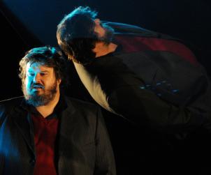 L'invenzione della solitudine, Giuseppe Battiston in scena