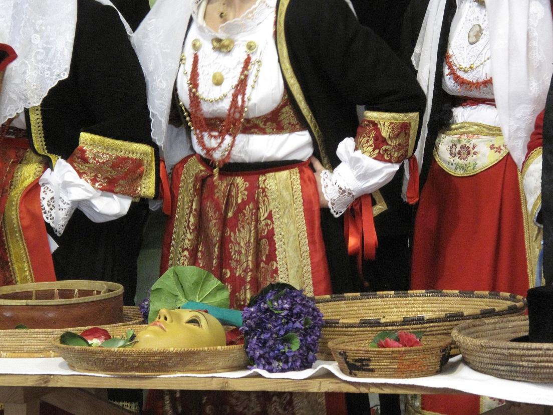 Sa Sartiglia 2015, vestizione de Su Cumponidori del Gremio del Contadini, Sa Pippia de Maju e la maschera, Foto by Duranti©