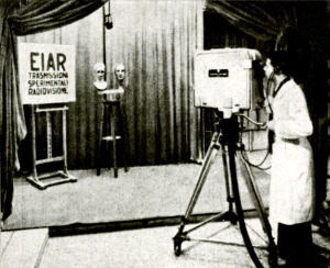 Studio televisivo EIAR Roma 1939 operatore con telecamera SAFAR