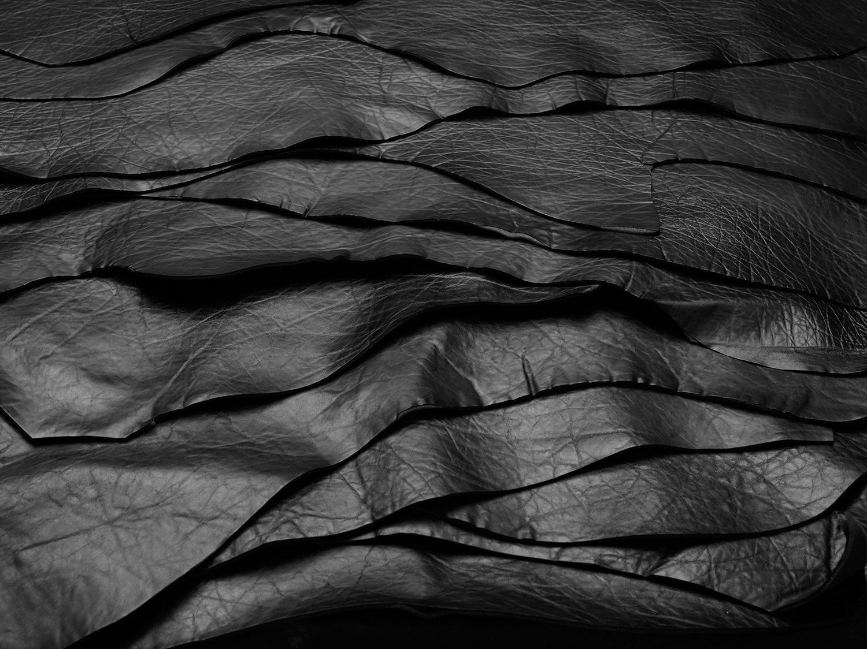 1. Lavorazione e creazione della 2.55 handbag by CHANEL© - Scelta della pelle (vitello)