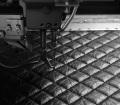 """2. Lavorazione e creazione della 2.55 handbag by CHANEL© - La pelle viene invecchiata e cucita cuciture a losanga chiamata """"a diamante"""""""