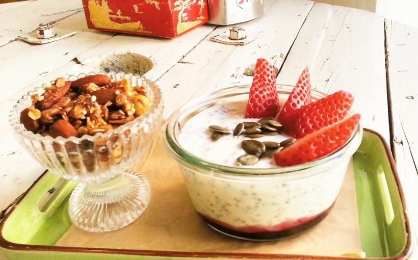 Coccodi il dolce e il salato, Yogurt, semi di chia, granola e frutta