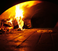 Un forno a legna con dentro una pizza in cottura, Licene CC BY-SA 3.0 http://creativecommons.org/licenses/by-sa/3.0/ - http://www.freeimages.com/photo/315562