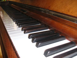 Piano, keys, Autore Manuel Strehl, License CC BY-SA 2.5
