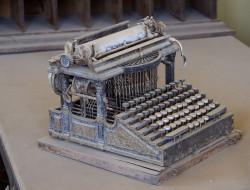 Macchina per scrivere Smith Premier (Public Domain)