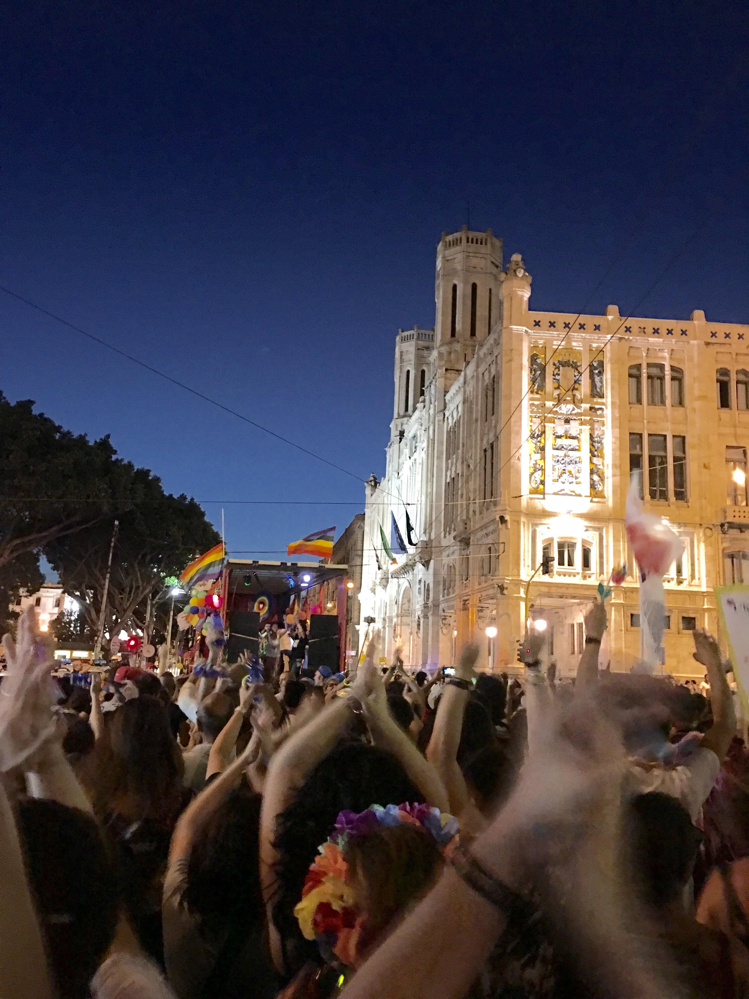Sardegna Pride 2016, il corteo davanti al Municipio.