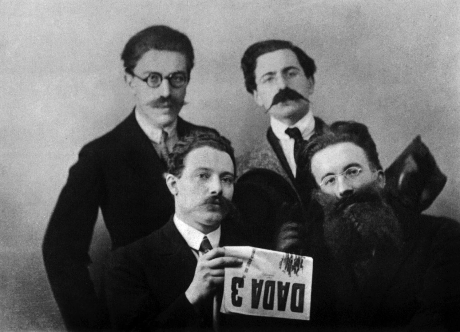 André Breton, René Hilsum, Louis Aragon and Paul Éluard, for the release of the DADA N°3 review 1919 ©Rue des archives/PVDE