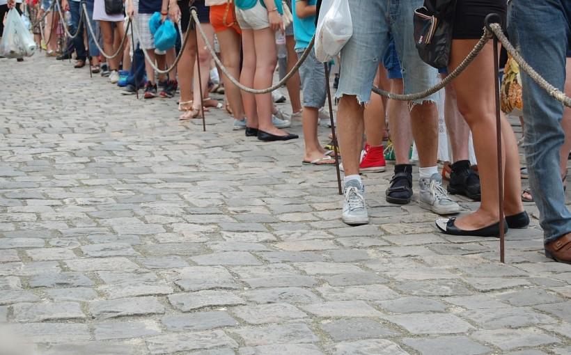 In fila (per esserci) - www.mockupmagazine.it