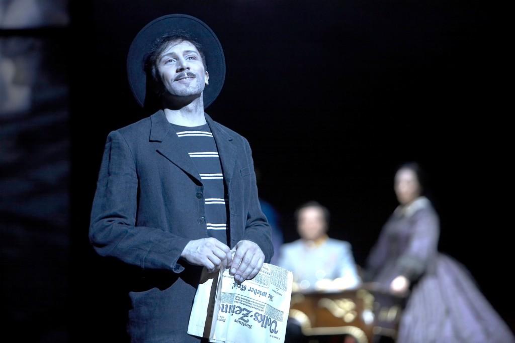 Bruno Grassini nel ruolo di Luigi Lucheni nel musical Elisabeth, Theater des Westens, Berlin, 2008