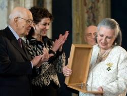 Il Presidente Giorgio Napolitano e il Presidente del Comitato Leonardo Luisa Todini, con la vincitrice del Premio Leonardo 2010, Laura Biagiotti