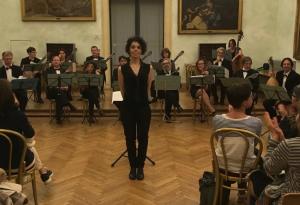 L'Orchestra Mandolinistica Romana diretta dal M° Teresa Fantasia.