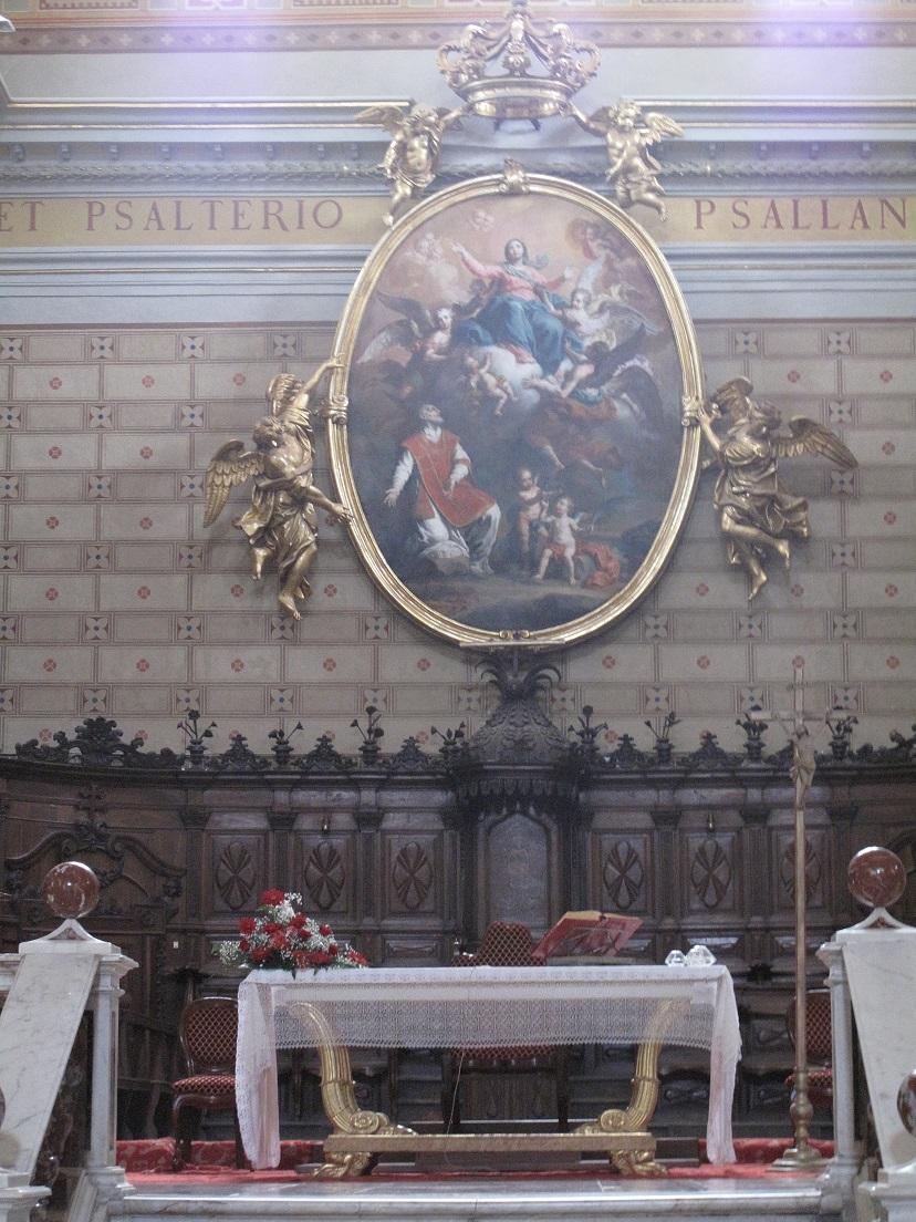 Cattedrale di Santa Maria Assunta, Duomo di Oristano, Tela tonda in cui è raffigurata l'Assunta, con una sfarzosa cornice dorata retta da angeli, Foto by Duranti©