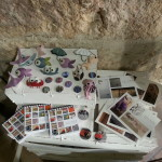 La bottega delle meraviglie,in primo piano le creazioni di Colors. Cagliari a colori e Quando il mare ti circonda