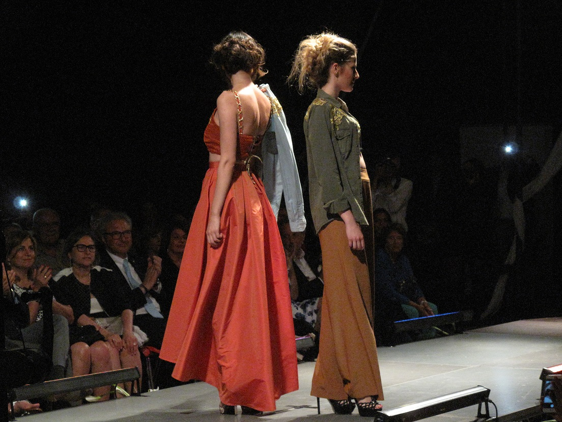 """""""Sfila che ti passa"""": moda e arte per un nobile progetto."""