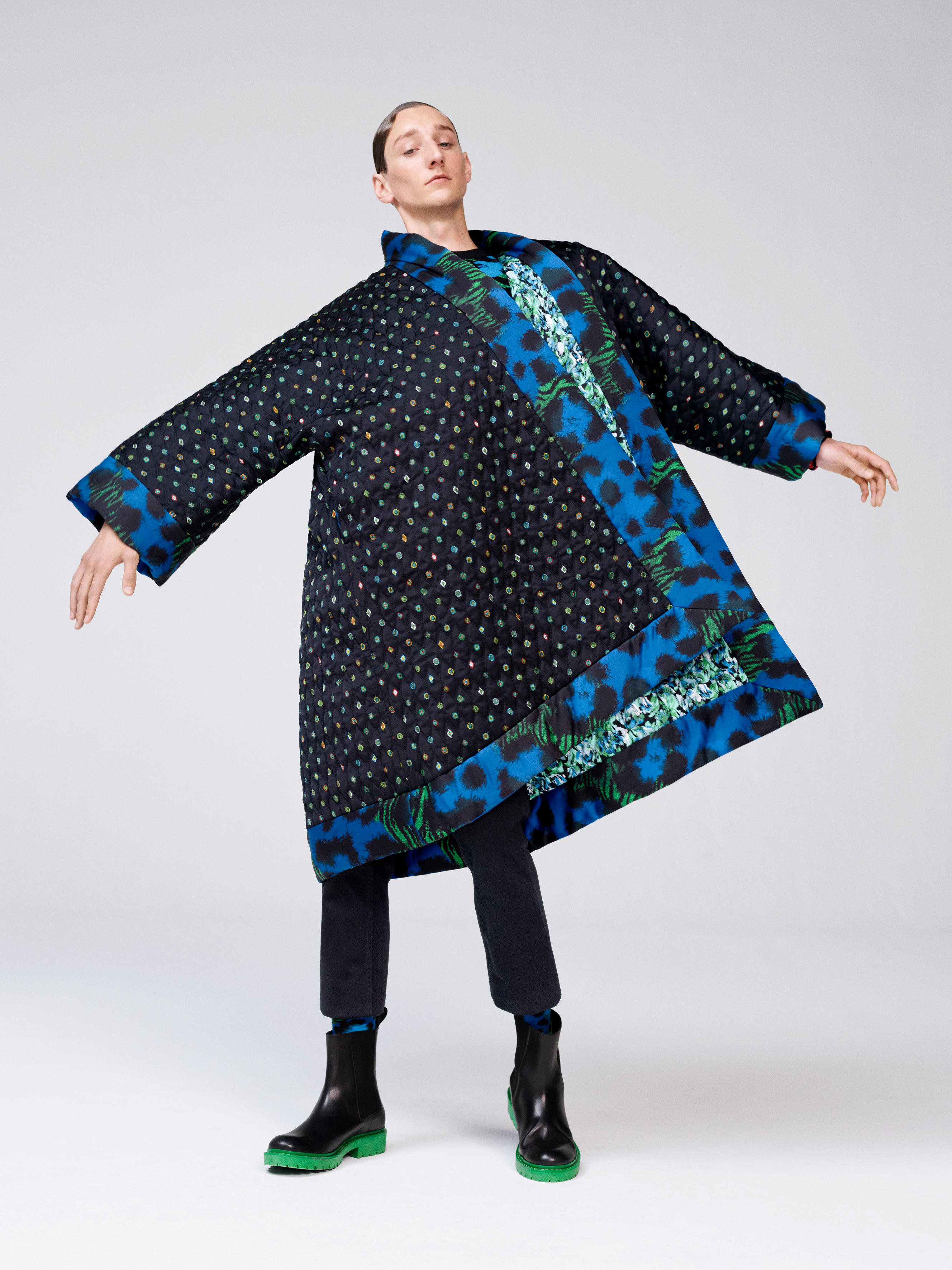 Copyright© by H&M e Kenzo - Tom Gaskin ritratto da Oliver Hadlee Pearch (©H&M)