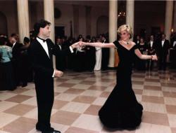 La Principessa Diana balla con John Travolta nel salone della Casa Bianca, 11 November 1985 (Author United States Federal Government)