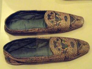Pantofole, Inghilterra 1845-1855 (Patricia Harris Gallery of Textiles & Costume, Royal Ontario Museum, Toronto, Ontario, Canada)