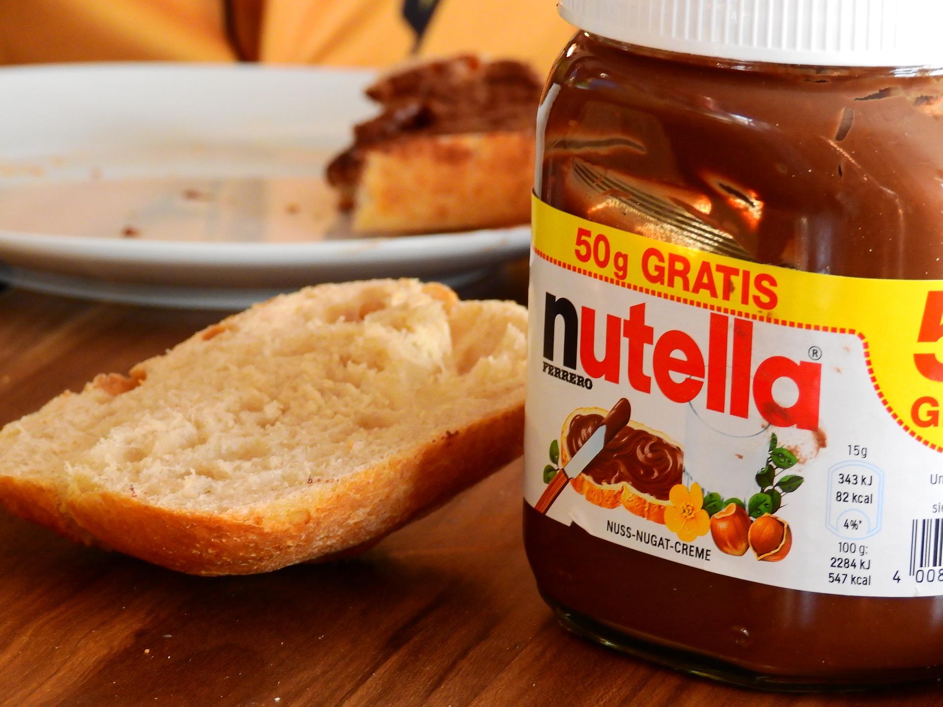 """""""Fatti di Nutella ogni due ore"""". Il dolce e il mito"""