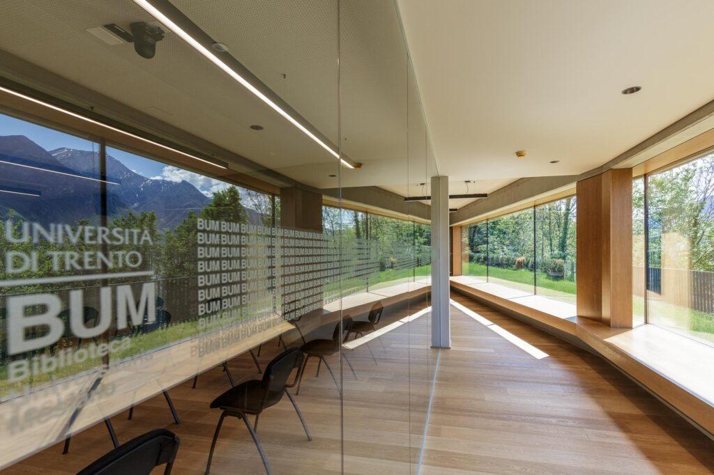 Università di Trento, Biblioteca universitaria Mesiano. Esterni (©UniTrento Foto Pieluigi Cattani Faggion)